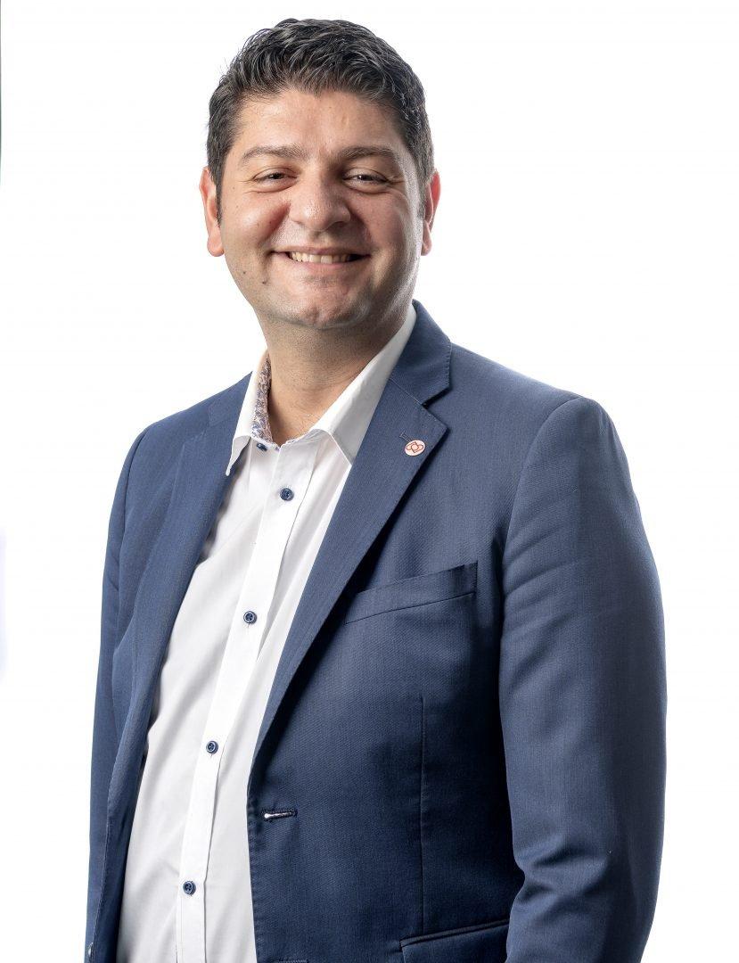 Ett foto på politikern Robert Aslan ordförande i Kultur och fritidsnämnden i Botkyrka kommun.